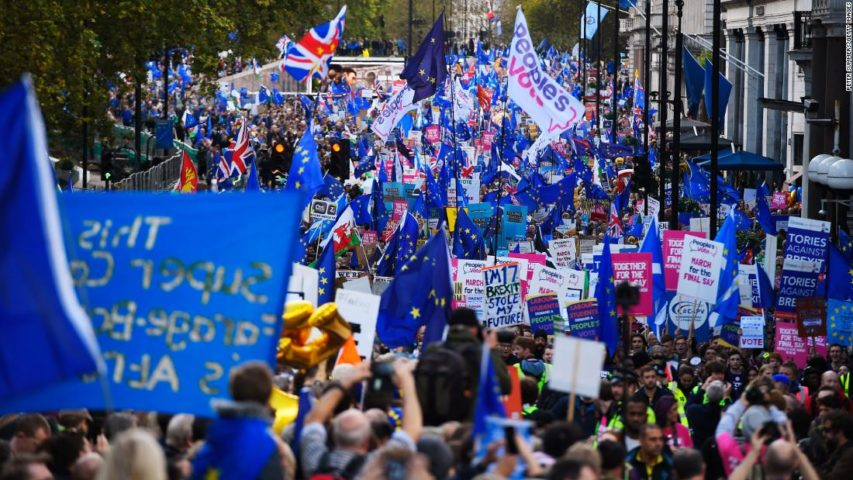 Thousands march for second Brexit referendum